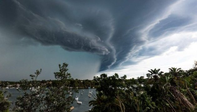 Циклон «Деббі» в Австралії вийшов на передостанню категорію потужності