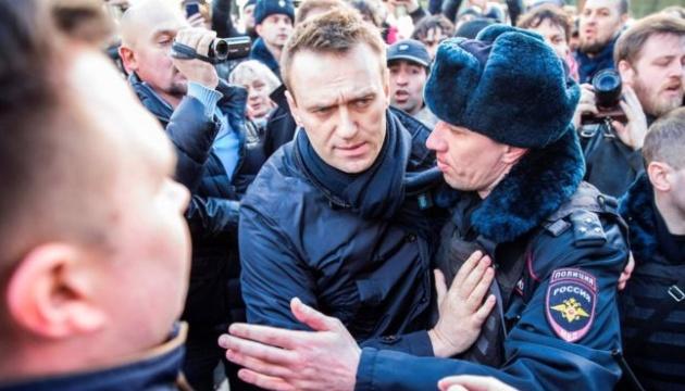 Московський суд залишив без очільника штаб Навального на 30 діб