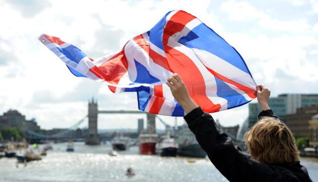 """У Мэй сказали, когда """"закроют"""" свободное передвижение между Британией и ЕС"""