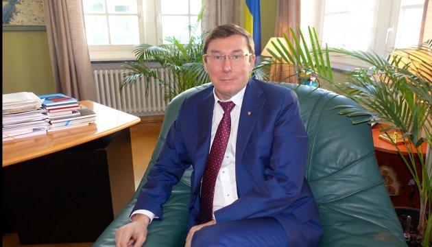 Чому Інтерпол зняв з розшуку українських топ-посадовців - версія Луценка