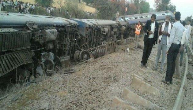 В Індії потяг зійшов з рейок, є поранені