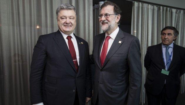 Rajoy asegura a Poroshenko que España continuará apoyando la integridad territorial de Ucrania