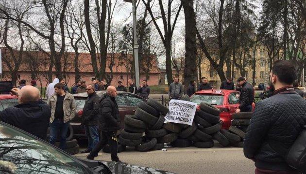 У Львові - мітинги проти Яндекс.Таксі та VS банку