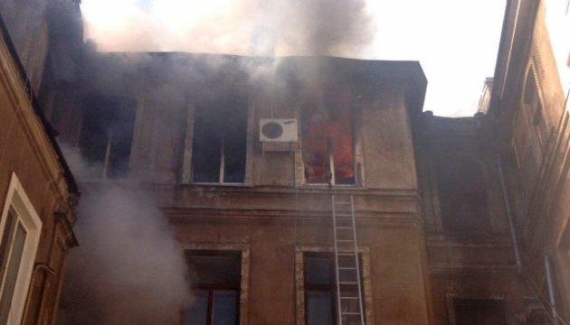 В Одесі з палаючого чотириповерхового будинку евакуювали 24 людини