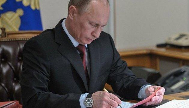 Путін дозволив росіянам голосувати через пошту та інтернет
