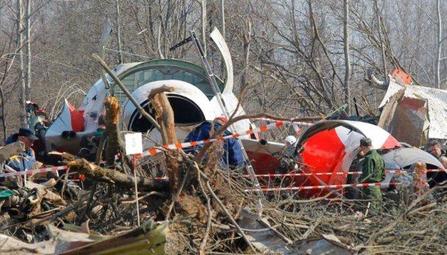 Уламки на місці катастрофи літака Ту-154, на борту якого знаходився президент Польщі Лех Качинський