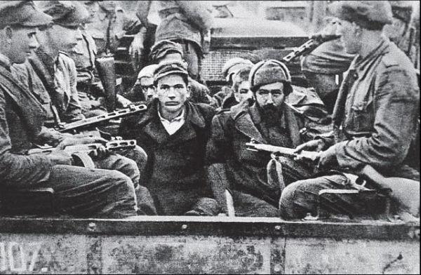 Лемківщина, 1947 - українські партизани, яких конвоюють польські солдати