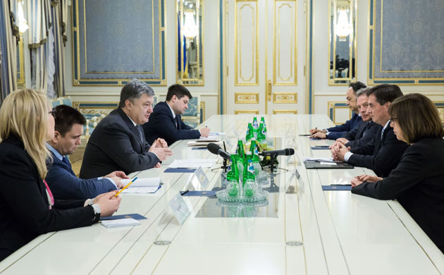 Порошенко: EC перечислил Украине 600млневро вкачестве макрофинансовой помощи