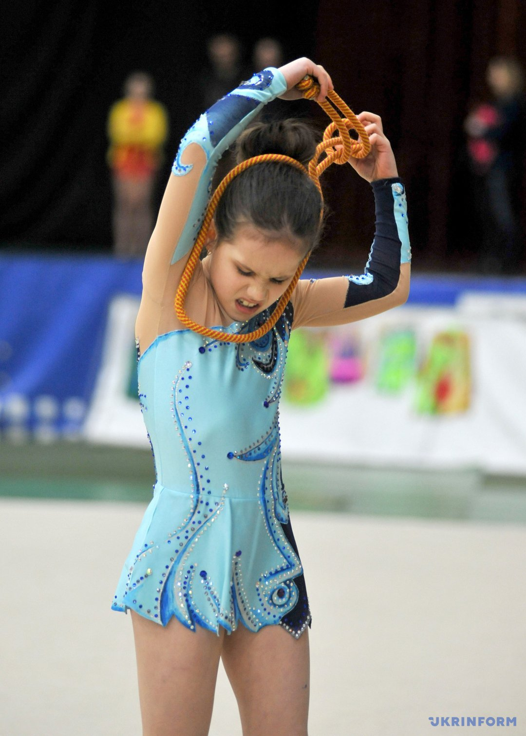 Спортсменка під час виступу у рамках командного чемпіонату Луганської області з художньої гімнастики