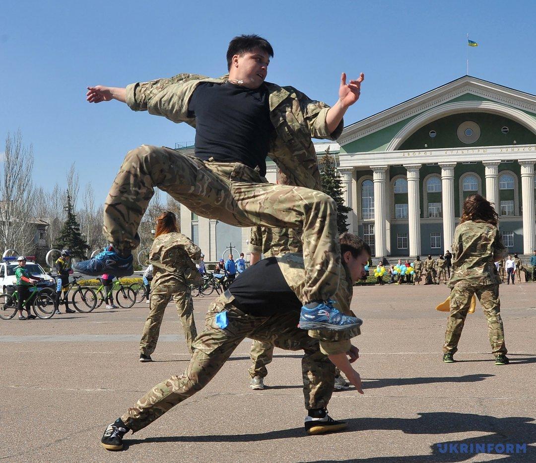Показовий виступ під час Всеукраїнського флешмобу з безпеки дорожнього руху
