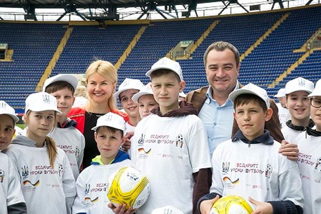 Футбольный матч сборных Украины иТурции может пройти вХарькове