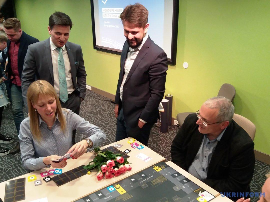 Мария Баронова  и МБХ за игровым столом