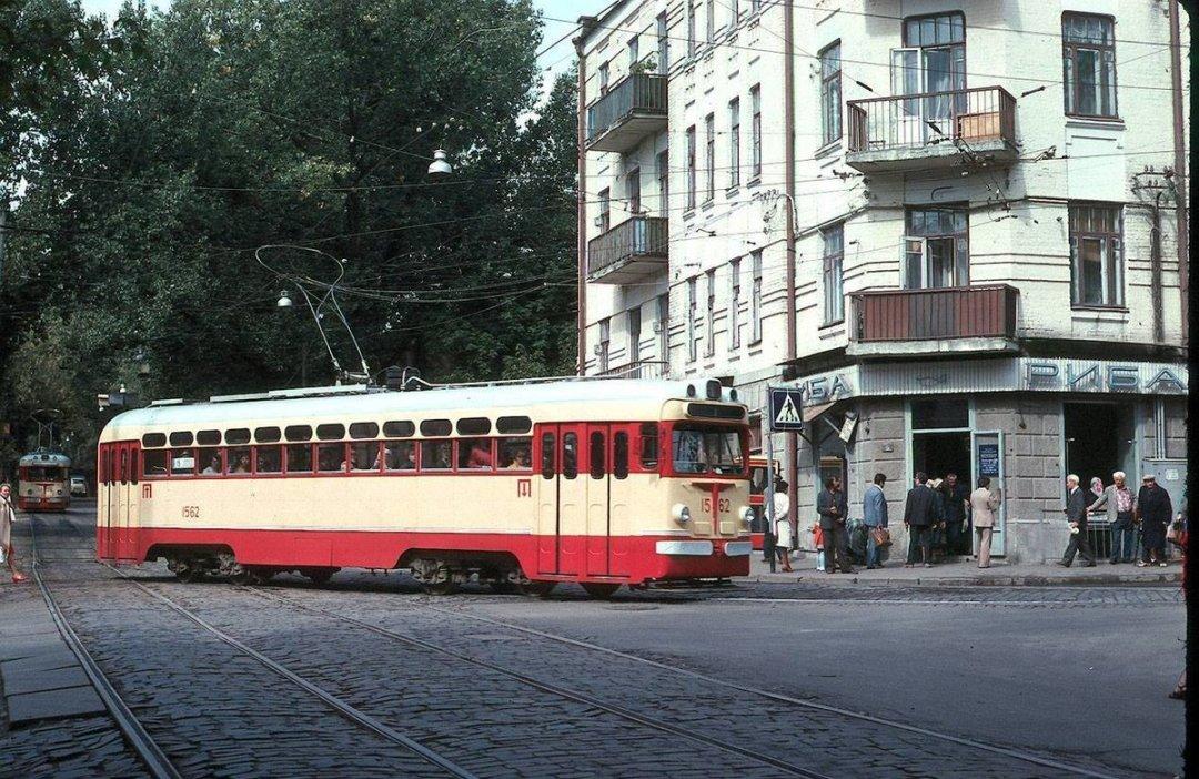 Ось як виглядала вулиця Дмитрівська у 70-х роках минулого століття