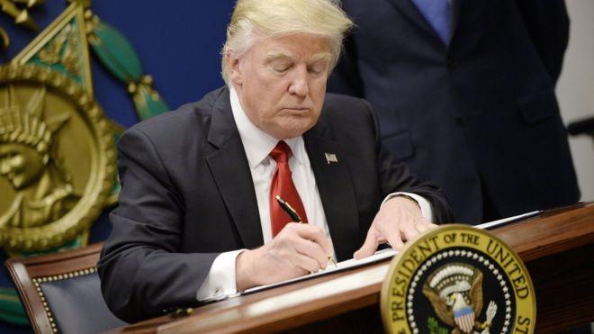 Перші 100 днів: чи зробив Трамп те, що обіцяв