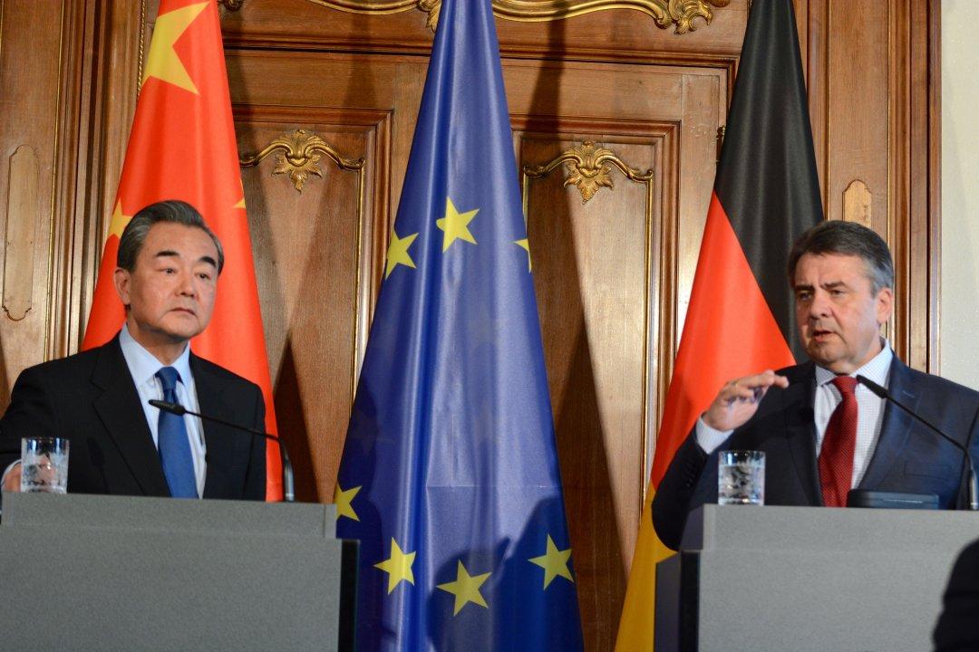 Міністр закордонних справ Китаю Ван І та міністр закордонних справ Німеччини Зігмар Габріель
