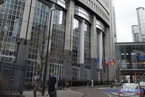 Європарламент передає Брюсселю будівлю та сотню автівок для боротьби з Covid-19