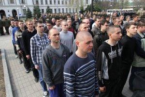 У Міносвіти кажуть, що влітку випускників призивати до армії не будуть