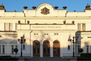 Всех депутатов парламента Болгарии проверяют на коронавирус - СМИ
