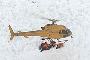 В Швейцарии из-под лавины извлекли четырех пострадавших лыжников