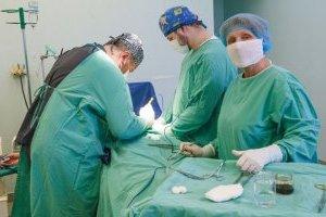 Гройсман поблагодарил медиков за профессионализм и сложную работу