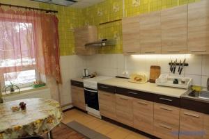Кухня та хатні справи: які обов'язки українці вважають «жіночими»