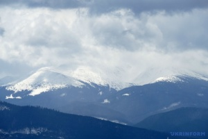 В Карпатах - штормовой ветер и дождь со снегом