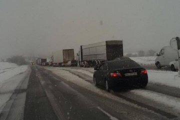 Непогода вызвала многокилометровый затор на трассе Киев – Одесса