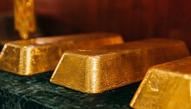 Нацбанк снизил курс золота до 326,4 тысяч за 10 унций