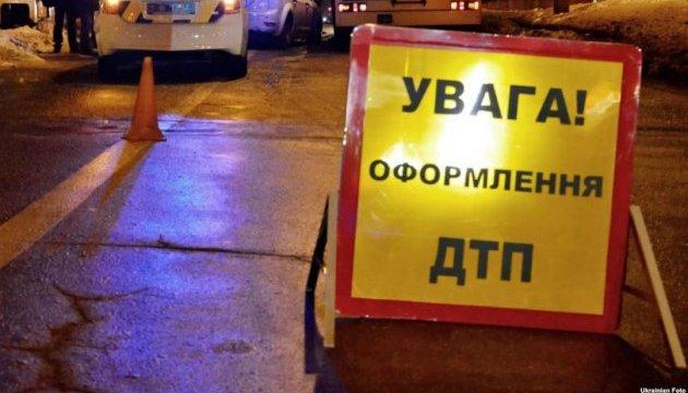 На Полтавщині у натовп мітингувальників в'їхала автівка, троє поранених
