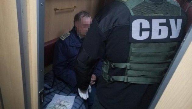 СБУ взяла на хабарі старшого інспектора Сумської митниці