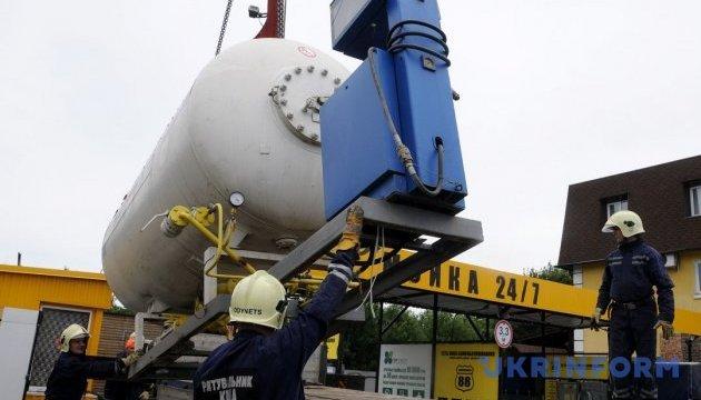 За тиждень у Києві демонтували 90 незаконних газових заправок