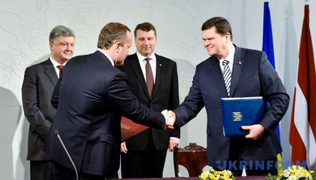 Україна і Латвія домовилися про працевлаштування членів сімей дипломатів