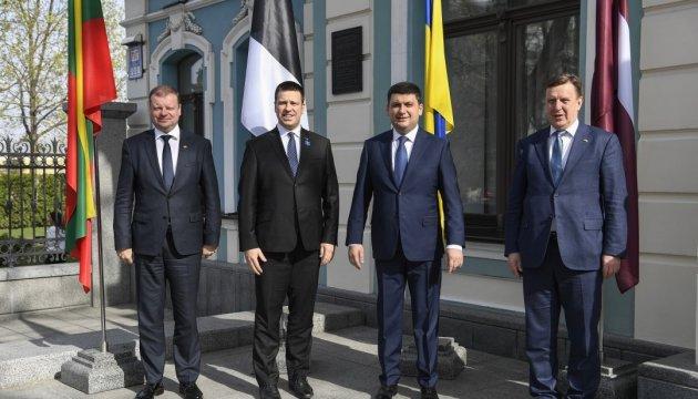 Volodymyr Groisman : la Russie a transformé la Crimée annexée en une base militaire