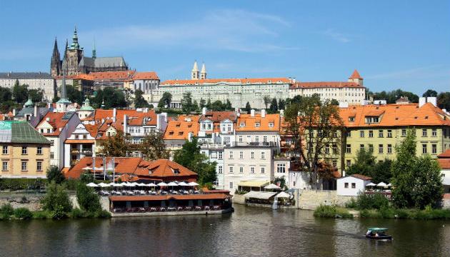 Площу перед посольством РФ у Празі хочуть назвати на честь Нємцова