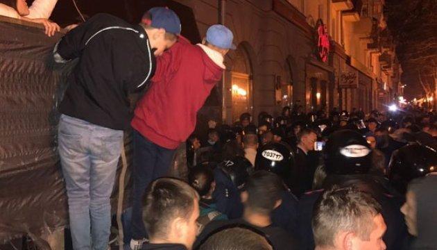 Поранення ветерана АТО: у Полтаві мітинг рушив від мерії до поліції