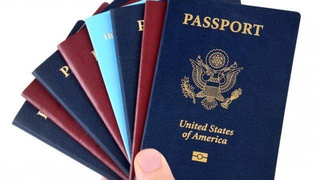 Полторак пояснив, чому в Україні слід обмежити подвійне громадянство