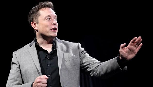 Винахідник, голова корпорації SpaceX Ілон Маск скафандр, розроблений його спеціалістами