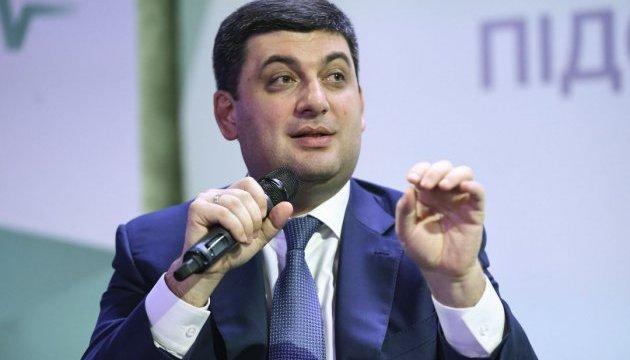 Прем'єр каже, що зарплата українців цьогоріч зросла на 35%