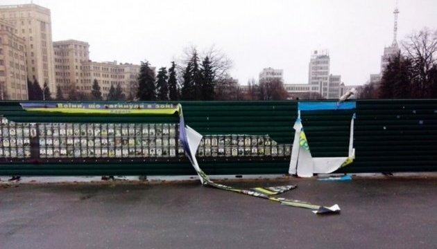 Вандали, які пошкодили фото загиблих учасників  АТО, самі з'явились у поліцію