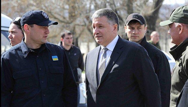 Аваков пропонує перші водійські права видавати на два роки