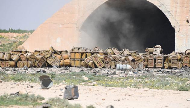 РосЗМІ на фото з авіабази в Сирії показали ймовірні контейнери для хімзброї