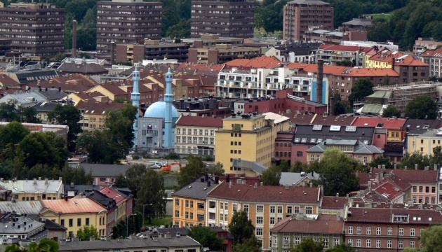 Європа послаблює карантин: Польща відкриває ліси та парки, Норвегія - дитсадки