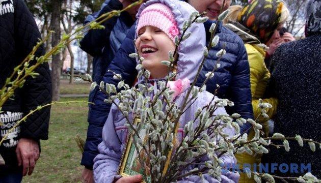 Керівники держави привітали українців з Вербною неділею