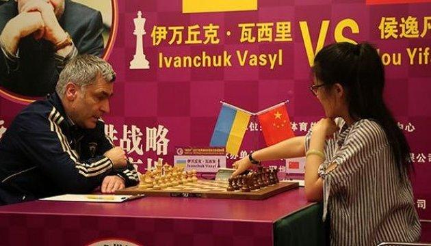 Іванчук упевнено обіграв у Китаї екс-чемпіонку світу Хоу Іфань