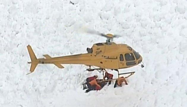 У Швейцарії з-під лавини дістали чотирьох постраждалих лижників