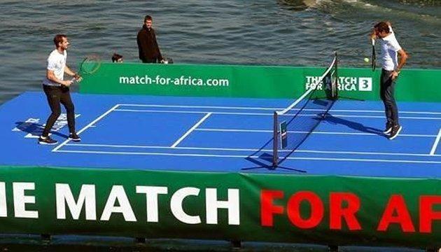 Федерер та Маррей розім'ялися на воді та провели виставковий матч