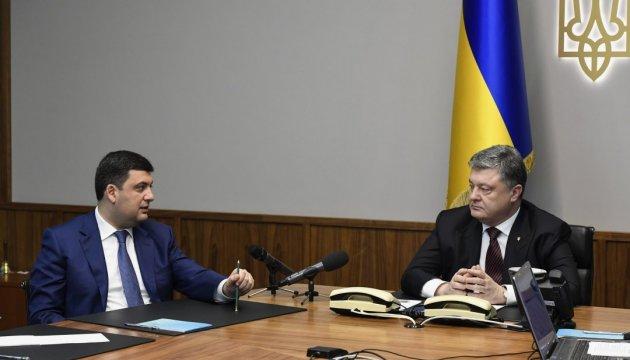Гройсман говорит, что обсуждает детали пенсионной реформы с Порошенко