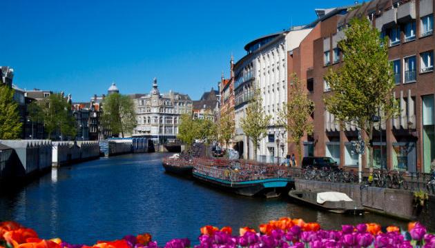 Влада Амстердама має розглянути петицію щодо обмеження кількості туристів