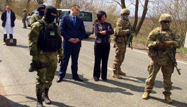 Лутковська вивезла з окупованого Донецька 14 ув'язнених
