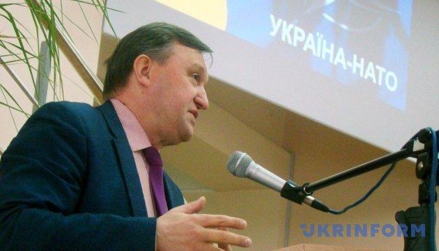 Вступ України в НАТО може бути політичним рішенням - експерт